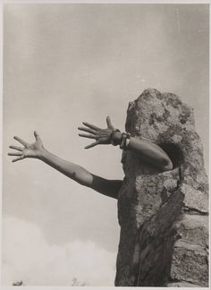 Claude Cahun 'I Extend My Arms', 1931 or 1932 © The estate of Claude Cahun