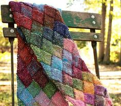 Free Knit Pattern...says great for beginners and makes for the perfect intro to entrelac...great color combo