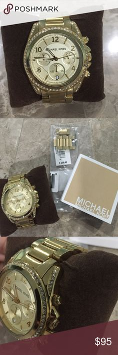 Michael Kors Watch Gold Michael Kors watch. Includes extra links which were never used, manual and cushion. I no longer have the box. There is a rhinestone missing around 1 o'clock as shown in picture. Definitely some tarnishing throughout. Needs a new battery! Make an offer :) Michael Kors Jewelry