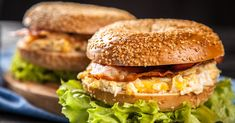 Bajgle - DomPelenPomyslow.pl Salmon Burgers, Bagel, Bread, Ethnic Recipes, Food, Salmon Patties, Essen, Breads, Baking