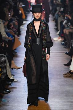 The complete Elie Saab Fall 2018 Ready-to-Wear fashion show now on Vogue Runway. Fashion 2018, Fashion Week, Love Fashion, Runway Fashion, High Fashion, Fashion Dresses, Fashion Design, Fashion Trends, Winter Fashion