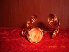 Bracelet rose fil d'alu orange fleur en fimo orangée