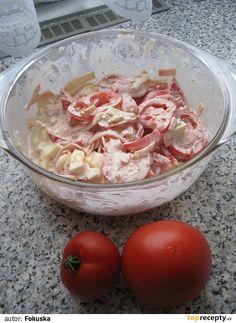 Omytá rajčata pokrájíme na plátky a vložíme do mísy. Na nudličky pokrájíme šunku, hermelín a přidáme k rajčatům. V misce smícháme majolku,...