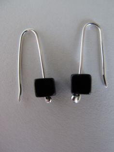 Brincos: prata 925 e pedras de ónix Earrings: silver 925 and onix beads