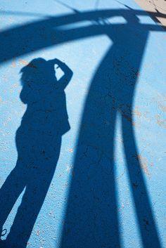Trying to fit - Intentando encajar #shadow #sombra #silueta #shade #color