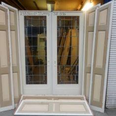 Deze originele jaren 20 a 30 kamer en suite hebben wij voldoende op voorraad. alle deuren kunnen wij afleveren met dit soort ombouwen. glas in lood wordt door ons altijd gerestaureerd afgeleverd.