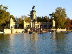 Parque del Retiro: Joya Artística y Natural de Madrid