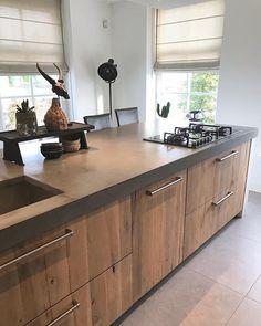 Home Decoration Tips for Decorators on the Budget Kitchen Cabinet Interior, Kitchen Room Design, Modern Kitchen Cabinets, Kitchen Colors, Home Decor Kitchen, Kitchen Storage, Home Kitchens, Kitchen Dining, Deco Design