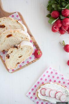 Rezept für selbstgebackenes Ciabatta Brot mit getrockneten Tomaten