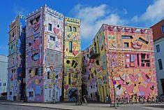 Les habitants de Brunswick en Allemagne se sont réveillé un jour en trouvant cet étonnant bâtiment.
