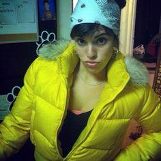 Love this girls yellow puffy jacket. Super sexy!!! #puffyjacket #puffycoat #yellow #jacket #coat #brunette #hot #girl #bandana