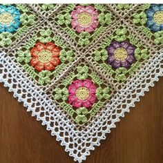 How to join the dahlia square together, and offcourse you can use this method on other squares. English and Swedish pattern. Joining Dahlia flower square: First square:Start in a in the same chain (= the corner) in next chain, * jump over Crochet Square Blanket, Granny Square Crochet Pattern, Crochet Borders, Crochet Squares, Crochet Motif, Baby Blanket Crochet, Free Crochet, Crochet Bedspread, Crochet Tablecloth