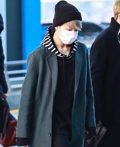 Jimin's airport fashion~ Jimin Airport Fashion, Bts Airport, Airport Style, Yoonmin, Park Jimim, Decor Inspiration, Kpop Outfits, Facon, Bts Jimin