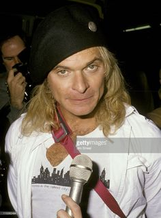 david-lee-roth-during-david-lee-roth-at-tower-records-at-tower-in-picture-id115362494 (758×1024)