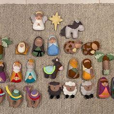 Felt Christmas Decorations, Felt Christmas Ornaments, Christmas Crafts, Christmas Ideas, Felt Animal Patterns, Stuffed Animal Patterns, Christmas Countdown, A Christmas Story, Nativity Advent Calendar