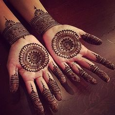 Palm Henna Designs, Circle Mehndi Designs, Round Mehndi Design, Palm Mehndi Design, Henna Tattoo Designs Simple, Finger Henna Designs, Simple Arabic Mehndi Designs, Mehndi Designs Book, Mehndi Designs For Beginners