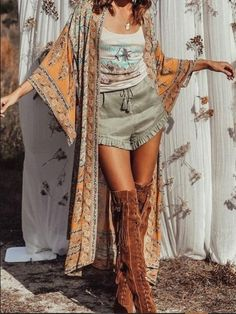 Blumendruck Gypsy Boho Kimono Cardigan - Bohoscene # Boho Chic # Boho Mode # Boho Dekor # Womens B . Cardigan Floral, Cardigan Boho, Hippie Style, Bohemian Style, Indie Outfits, Boho Outfits, Fashion Outfits, Hippie Chic Outfits, Boho Kimono