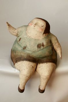 sweet and lovely gentle ceramic artist. Sculptures Céramiques, Art Sculpture, Ceramic Sculptures, Ceramic Pottery, Ceramic Art, Slab Pottery, Ceramic Bowls, Paper Mache Clay, Fat Art