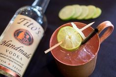Spanish Mule Moscow Mule signature drink ideas Experience the Moscow Mule with an authentic taste of Mexico from Rocco's Tacos. Tito's Handmade Vodka Gosling's Ginger Beer Freshly-squeezed lime juice Ginger Mule, Ginger Beer, Wedding Signature Drinks, Happy Hour Drinks, Vodka Drinks, Moscow Mule, Vodka Bottle, Spanish, Lime Juice