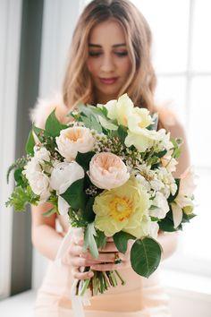 Pretty peach bouquet: http://www.stylemepretty.com/2015/04/15/romantic-peach-wedding-inspiration/ | Photography: Kate Weinstein Photo - www.kateweinsteinphoto.com