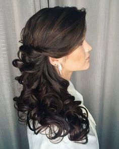 10 penteados para madrinhas ~ 💁🏻♀️ . . .  Siga 👉@noiva.inlove   ✅ Ative as notificações para receber todas as nossas inspirações cheias de amor. . . . . . . . . . . . #noiva #noivas #noivado #noivos #noiva2019 #casamento #voucasar #voucasar2019 #voucasar2020&nbs