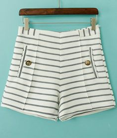 I´m so in love with these shorts. The stripes are really elegant and it´s very easy to mix with..