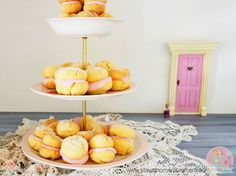 YoYo biscuits or Melting Moments is a combination of custard, pink lemonade and a crumbly goodness that melts in your mouth. Perfect for a high tea or school lunch. Melting Moments, Pink Foods, Pink Lemonade, Wine Recipes, Yummy Recipes, High Tea, Food Photo, Cookie Recipes, Biscuits
