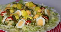 Huzarensalade, lekker traditioneel en o zo lekker. Hier maak je iedereen bij mee.| Claudia's Keuken Cobb Salad, Food, Salads, Meals