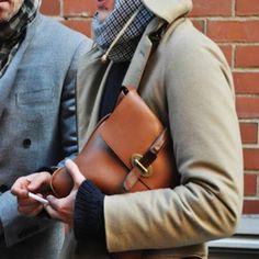 CLUTCH EN HOMBRES!!!! Bolsos de manos para hombres modernos y elegantes