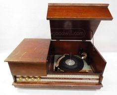 Silvertone Medalist Tube Radio Record Player