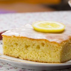 Juicy lemon cake from tin with frosting: recipe Source by kirmiziguel Cookies And Cream, Cakes And More, Carrot Cake, Cake Cookies, Vanilla Cake, Cookie Recipes, Banana Bread, Cheesecake, Sweets