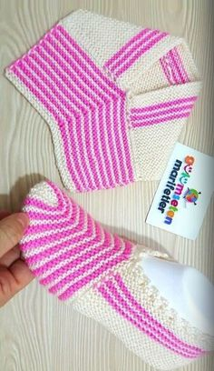 Easily Easy Booties Model # dowry booties # knitting # braidflower # shawl # knitting section of information related to. Lace Knitting, Baby Knitting Patterns, Crochet Shawl, Knitting Stitches, Knitting Socks, Knit Crochet, Crochet Patterns, Crochet Boots, Knitted Slippers