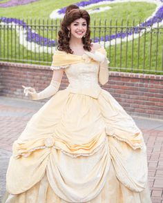 Belle beauty and the beast Beauty And The Beast Costume, Belle Beauty And The Beast, Princess Shot, Princess Belle, Disney Love, Disney Magic, Disney Stuff, Belle Cosplay, Disney Cosplay
