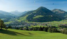 Freuen Sie sich auf Ihren erlebnisreichen Urlaub in Kirchberg in Tirol. Die Ortschaft lockt Besucher auf 837 Höhenmetern mit Gelegenheiten zum Wandern.