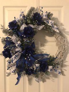 Blue Christmas Tree Decorations, Peacock Christmas Tree, Purple Christmas, Christmas Colors, Holiday Wreaths, Christmas Themes, Winter Wreaths, Christmas Christmas, Winter Wonderland Christmas