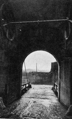 Portal de Francia. Pamplona, Brooklyn Bridge, Portal, Travel, Old Photography, Antique Photos, France, Cities, Fotografia