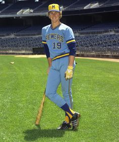 "1974 Baseball Tweets on Twitter: ""#OTD: The @Brewers start a shortstop against the @Royals who's still three months shy of turning 19. The kid does OK, though, getting three hits and scoring twice in a 5-4 loss. That shortstop is Robin Yount, and he ends up with about 3,100 more hits and 1,600 more runs scored.… https://t.co/SVOKEUo3PX"""