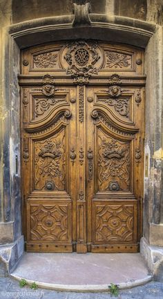 33 Inspiring Carved Wood Doors Design Ideas Best Picture For wooden doors jali For Your Taste You are looking for something, and it is going to tell you exactly what you are looking for, and you didn' Cool Doors, Unique Doors, Custom Wood Doors, Wooden Doors, Entrance Doors, Doorway, This Old House, Doors Galore, Porte Cochere