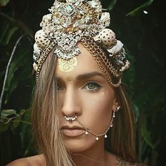 Now this.. THIS IS A CROWN 👑   Adding this and some new crowns to etsy in 5.. 4.. 3.. 2.. 1.. 🎉 (give me 10 minutes) 🙊 #mermaids #mermaidcrowns  #seacreature #gypsylove #goodvibes #boholife #seashells #golden #septumring #tattoos #indieandharper #pearls #crystals #gemstones #gypsy #boholove #fantasyart #mystic #moons #handmade cute studs and temp tatts @indieandharper 🙌