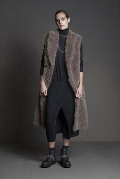 Guarda la sfilata di moda Brunello Cucinelli a Milano e scopri la collezione di abiti e accessori per la stagione Collezioni Autunno Inverno 2015-16.