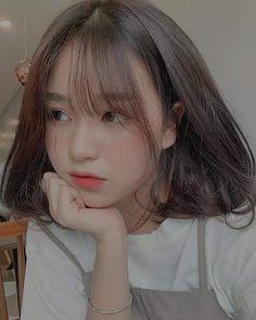 Aegyo >°< by girl girl Korean Beauty Girls, Pretty Korean Girls, Cute Korean Girl, Asian Girl, Ulzzang Short Hair, Korean Short Hair, Ulzzang Korean Girl, Korean Bangs Hairstyle, Hairstyles With Bangs