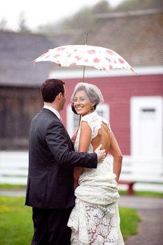 #cuterainydaywedding #umbrella