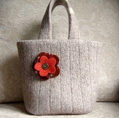 Come creare una borsa da un maglione infeltrito
