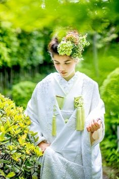 99 Unique Japanese Wedding Dress Ideas for Your Inspiration - VIs-Wed Wedding Prep, Casual Wedding, Flower Fashion, Kimono Fashion, Japanese Wedding Traditions, Wedding Kimono, Wedding Dresses, Geisha, Asian Inspired Wedding