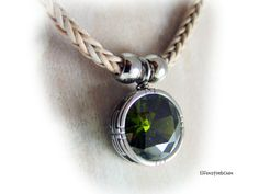 Leather necklace green glass stainless steel  by elfenstuebchen