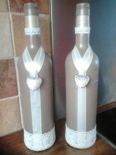 Mooie bruine flessen met creme lint en kant