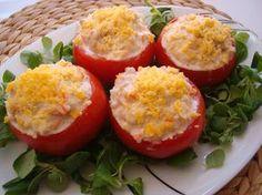 A LA MESA...Y RICO: Tomates rellenos de surimi y atún
