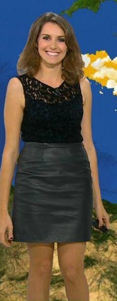 Fanny Agostini - Les jambes, pieds et talons hauts vus à la télé et au cinema Leather Skirt, Mini Skirts, Tv, Fashion, Legs, Heels, Tops, Moda, Leather Skirts