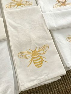 How to Make a Block Print Tea Towel - One Hundred Dollars a Month Towel Embroidery, Towel Crafts, Printed Napkins, Fabric Painting, Encaustic Painting, How To Make Tea, Textiles, Making Ideas, Screen Printing