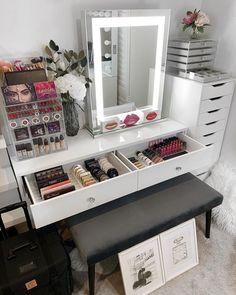 Nail Salon Decor, Makeup Room Decor, Makeup Rooms, Girl Bedroom Designs, Room Ideas Bedroom, Bedroom Decor, Vanity Room, Vanity Decor, Makeup Storage Organization